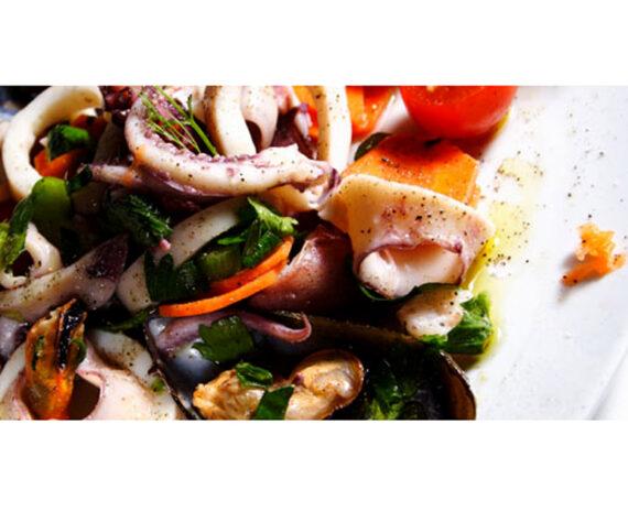 Piatto di insalata mare